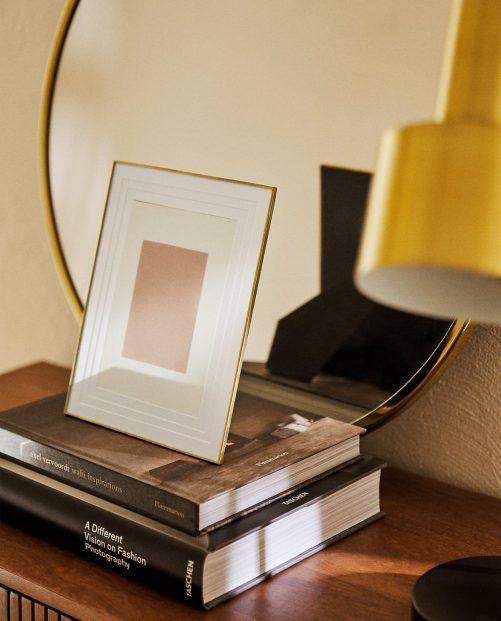 Złota aluminiowa ramka na zdjęcia z cienkim obramowaniem 16 x 21 cm