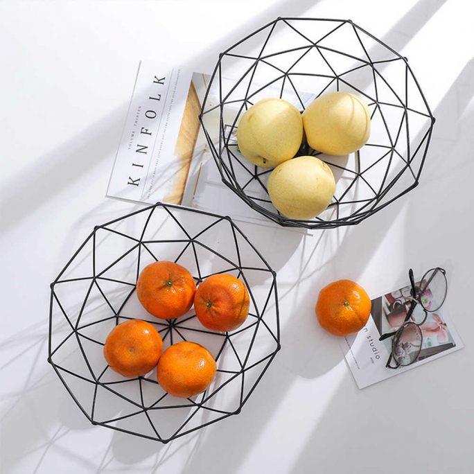 metalowy geometryczny czarny kosz na owoce